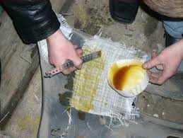 Клеим бампер при помощи армирующей стеклоткани