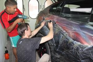 Процесс нанесения виниловой пленки мокрым способом
