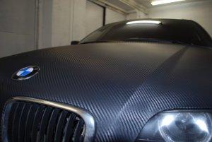 Автомобиль в карбоновой пленке
